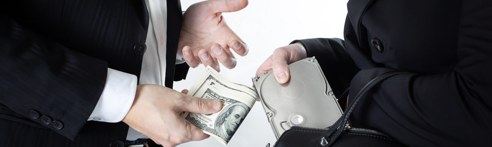 Clear message of Labor Court to employees: Steal and Laundered Money!